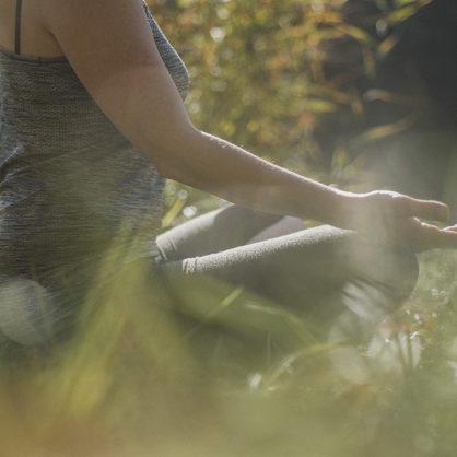 """""""Joga - przywitanie słońca, pożegnanie dystresu""""?"""